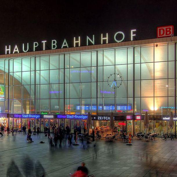 kln_hauptbahnhof_-_empfangsgebude_bei_nacht_8111-13_1451992889940683_v0_h
