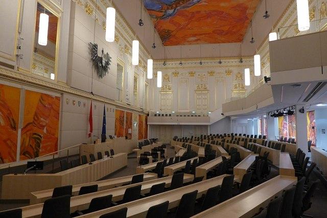 1024px-ProvisorischerParlamentssaalWienerHofburgL1110188.jpg